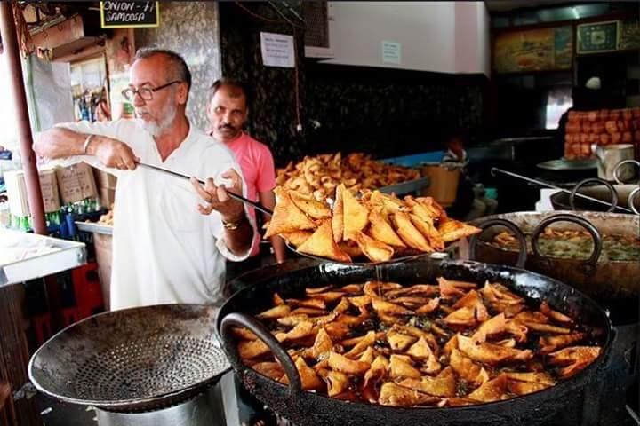 Inspiring story of Samosa vendor in Delhi